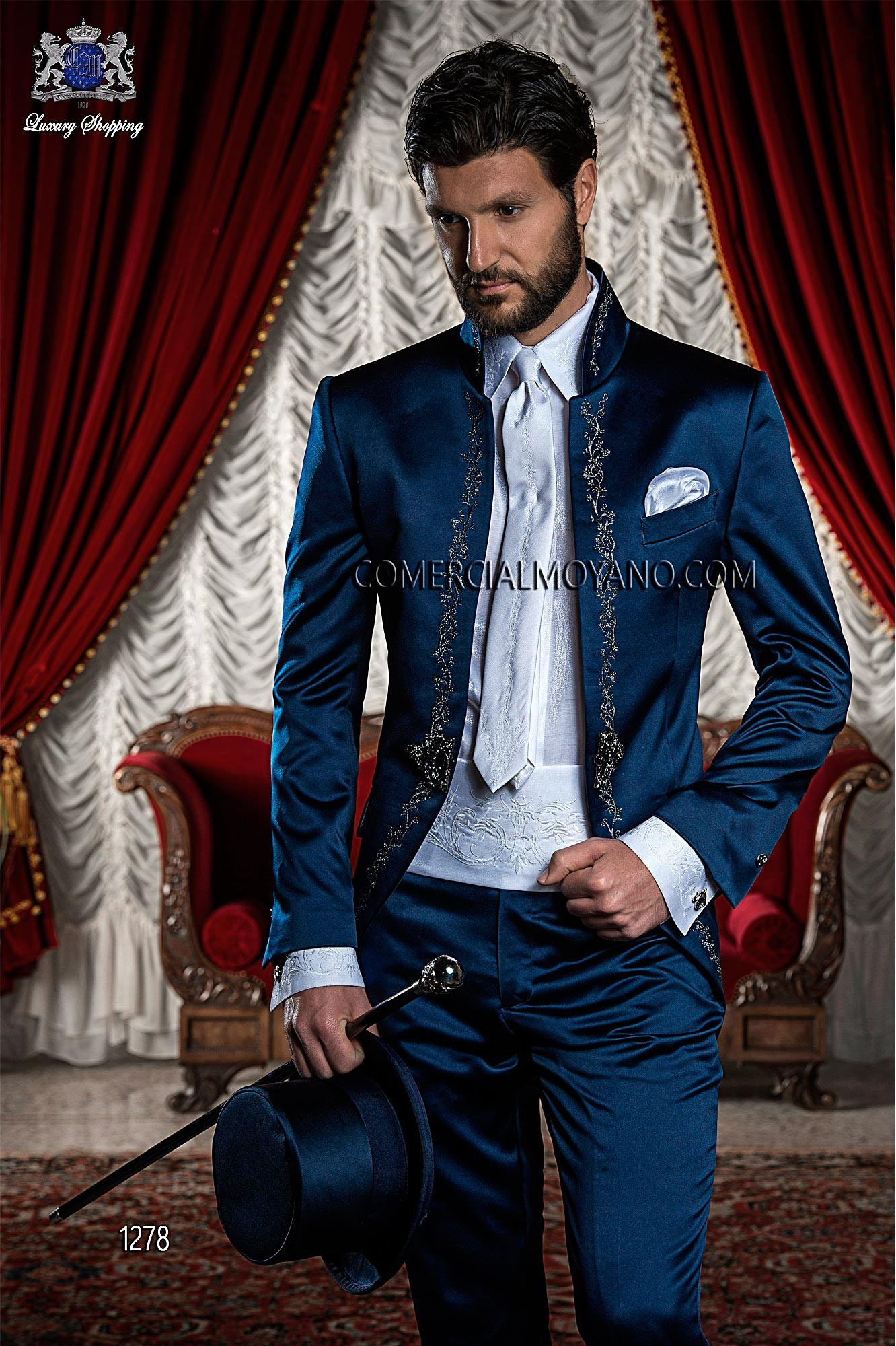 Traje de novio Levita Redingote Coreana de raso azul con bordado flores en plata, modelo 1278 Ottavio Nuccio Gala colección Barroco 2015.