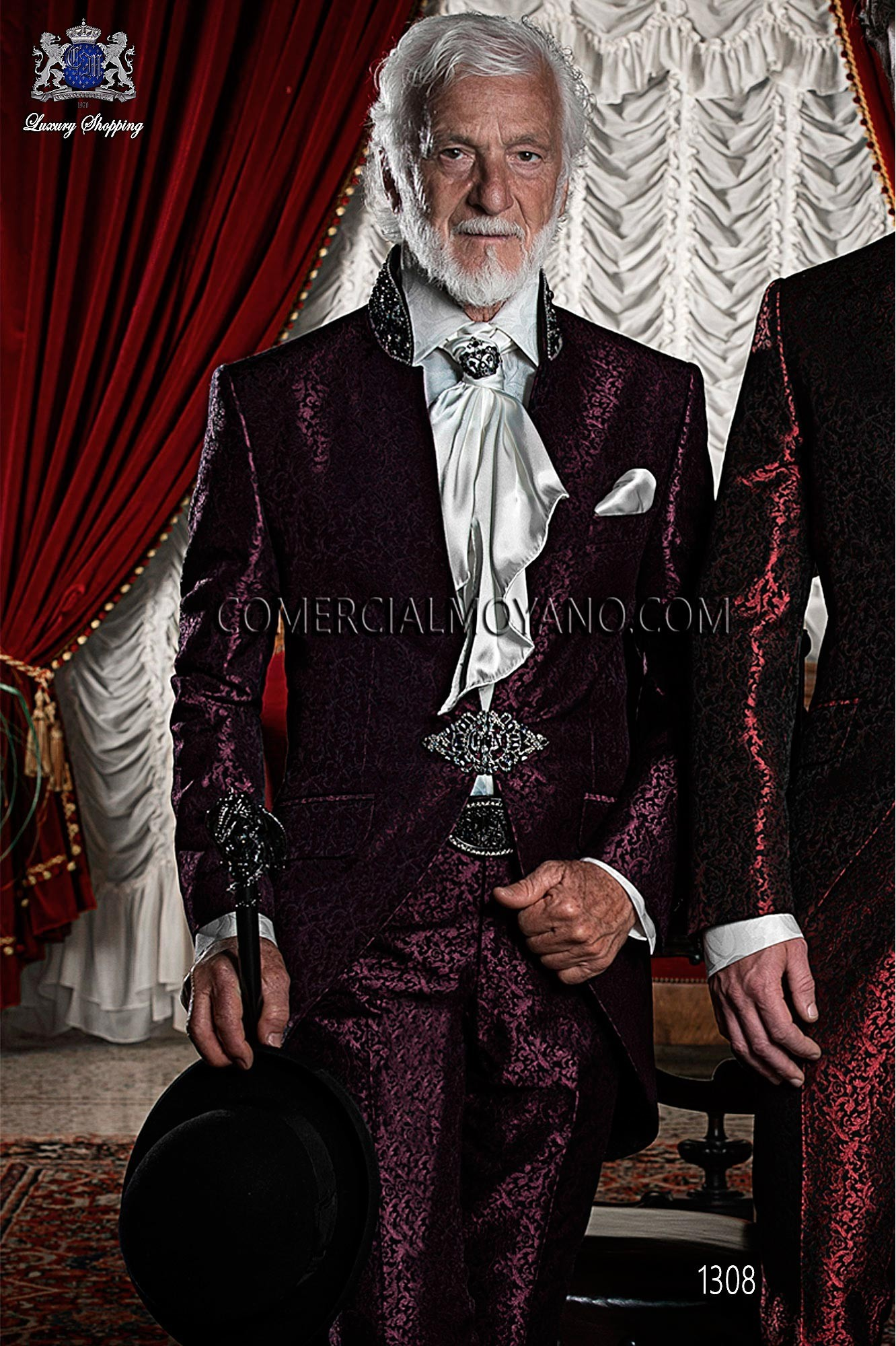 Traje de novio semilevita en tejido brocado burdeos-negro y con cuello Mao de pedrería, modelo 1308 Ottavio Nuccio Gala colección Barroco 2015.