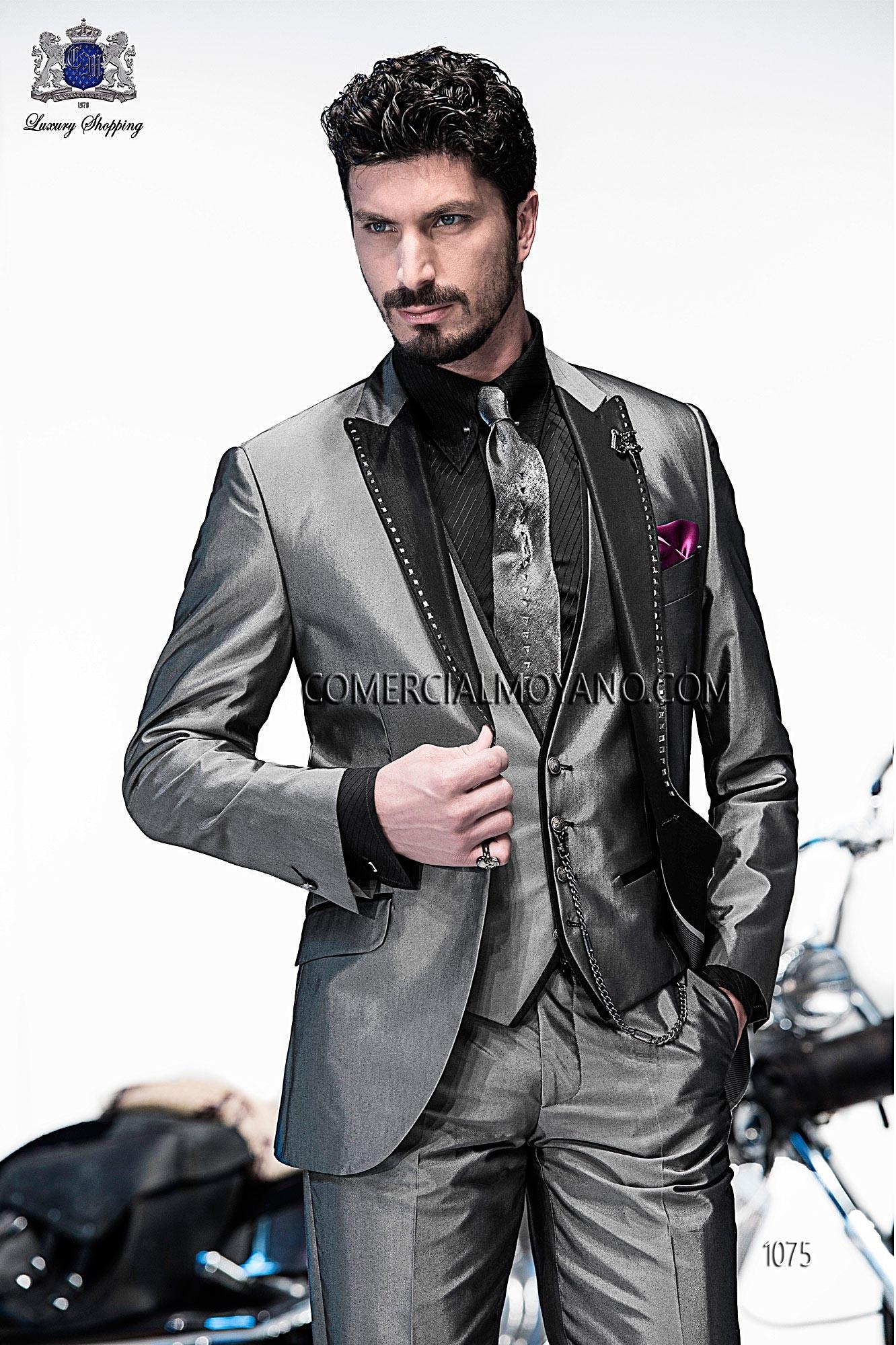 Traje de moda italiano a medida gris tres piezas en tejido algodon,seda con solapa