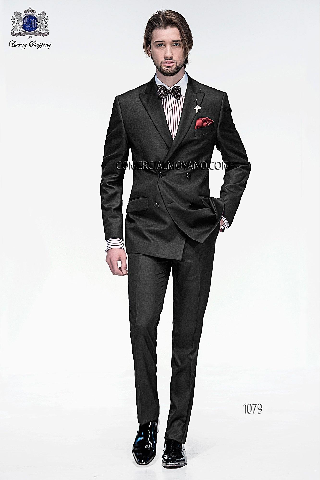 Traje de moda italiano a medida cruzado, en tejido new performance liso negro, modelo 1079 Ottavio Nuccio Gala colección Emotion 2015.