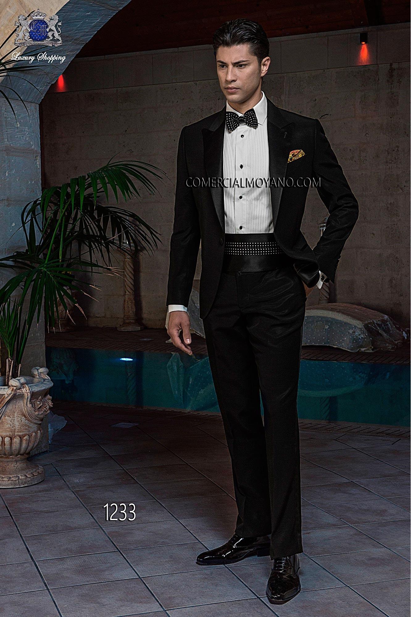 Traje de novio esmoquin italiano a medida negro en tejido new performance y solapa de raso negro, modelo 1233 Ottavio Nuccio Gala colección Black Tie 2015.