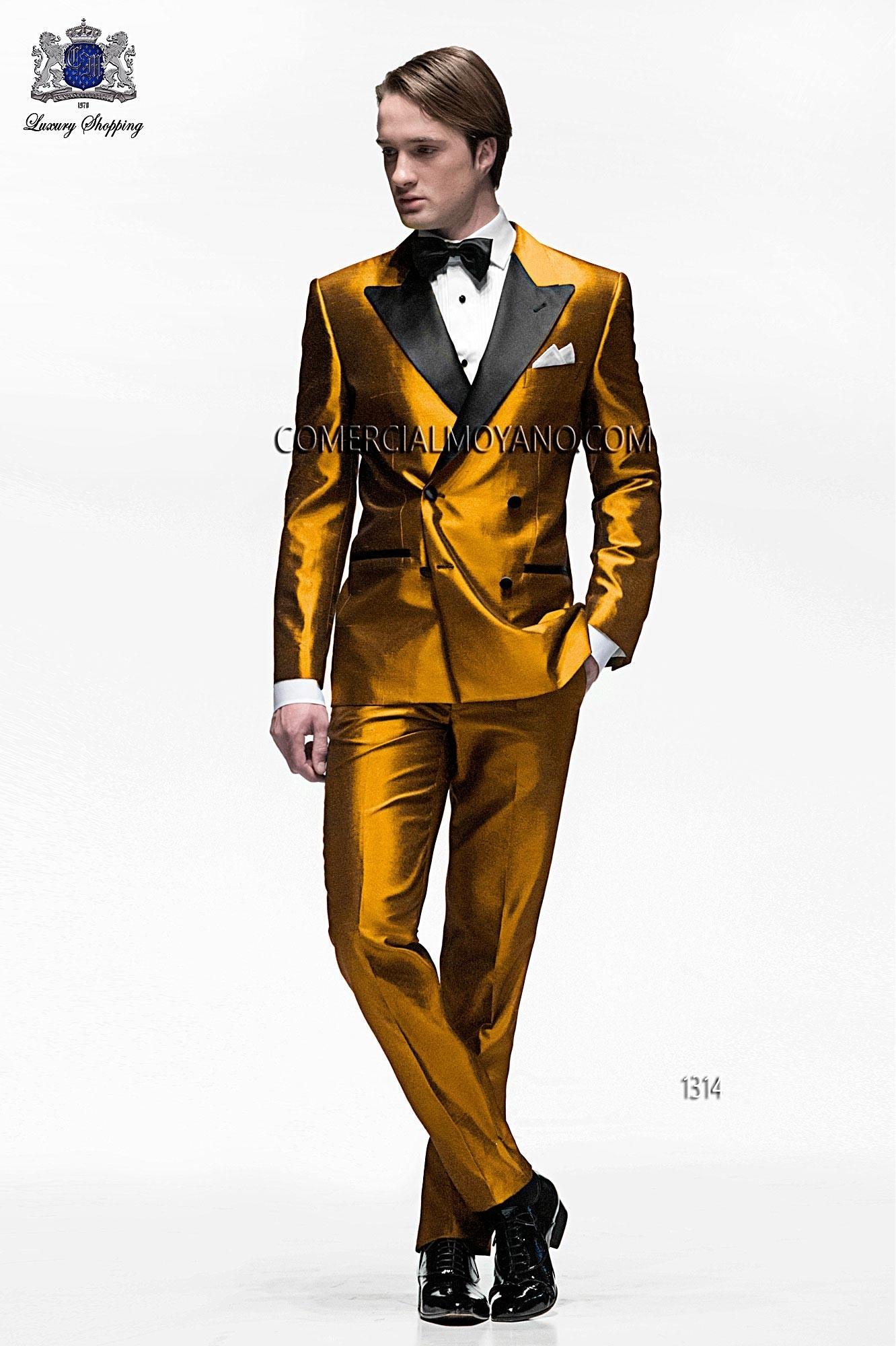 Traje de novio italiano a medida, esmoquin dorado cruzado en tejido shantung mixto seda dorado con solapa pico raso negro, modelo 1314 Ottavio Nuccio Gala colección Black Tie 2015.