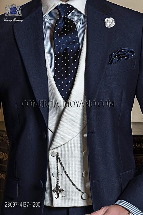 Chaqué azul con chaleco cruzado solapa chal 6 botones madre perla en piqué blanco.