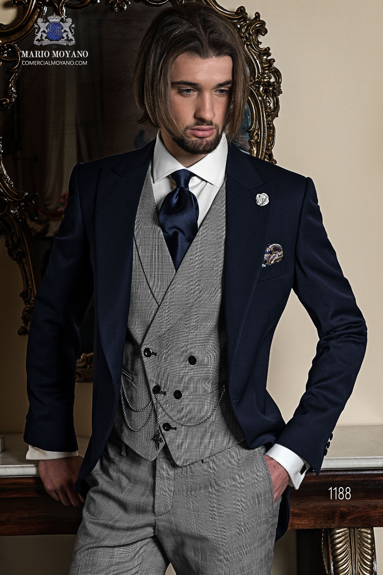 Chaqué azul italiano. EL conjunto esta formado por levita azul tinta con pantalón gris príncipe gales, modelo 1188 Ottavio Nuccio Gala colección Gentleman.
