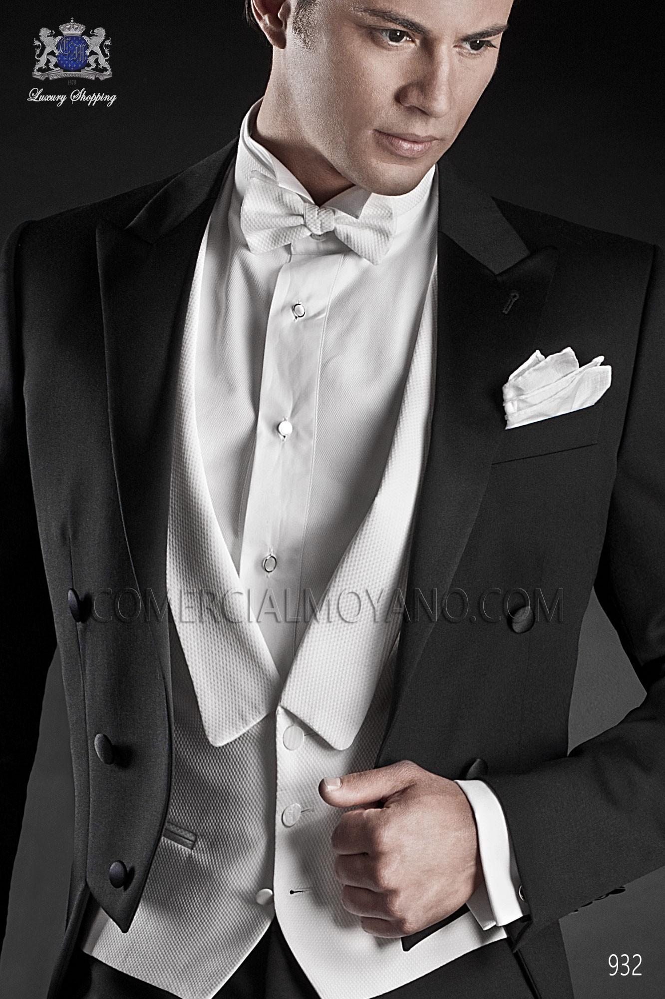 Chaleco de gala blanco en tejido algodon pique con botones madre perla.