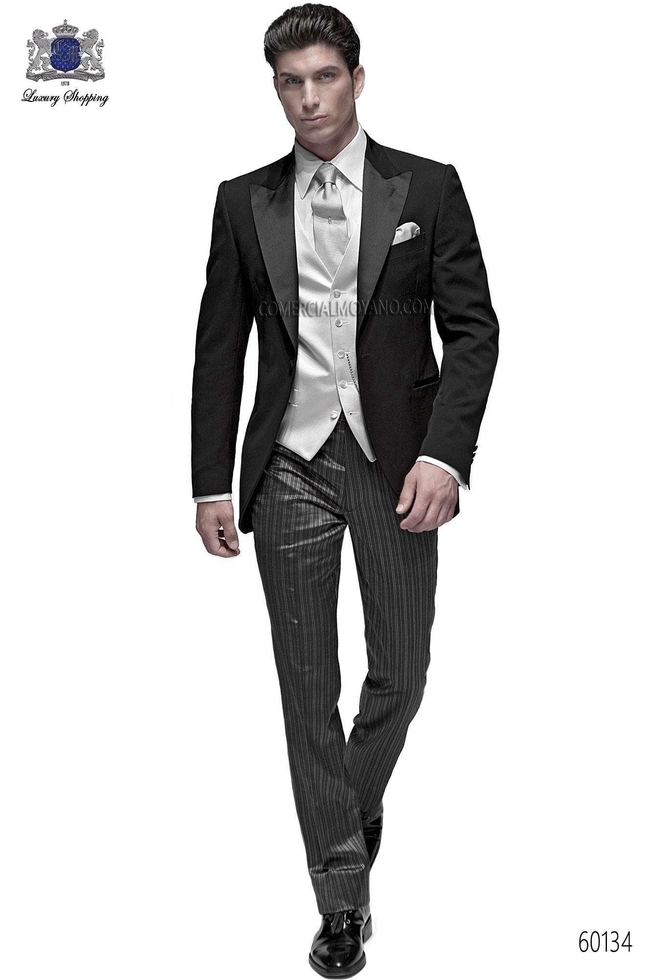 Traje de novio italiano a medida, chaqueta negra en tejido lana mixto acetato con solapa pico y 1 boton; coordinado con pantalon a rayas, modelo 60134 Ottavio Nuccio Gala colección Fashion.
