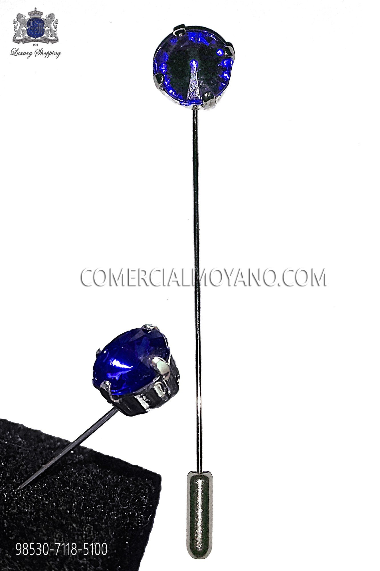Tie pin with sapphire crystal rhinestone.