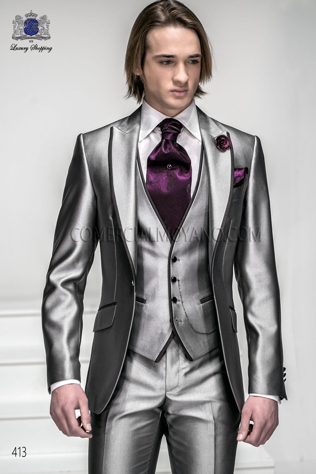 Traje de moda italiano a medida gris plata con chaleco