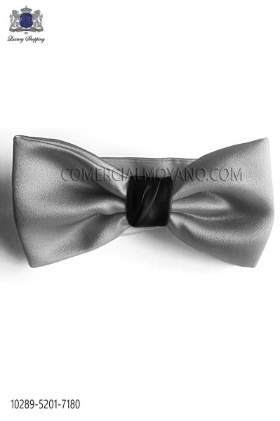 Gray bow tie with black knot.