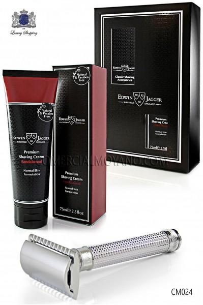 Pack de afeitado inglés con estuche regalo. Maquinilla clásica de afeitar metálica y Crema de afeitar Sándalo en tubo 75 ml