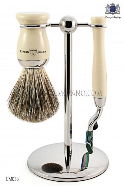 Juego de afeitado inglés color marfil, con soporte metálico, maquinilla y brocha. Edwin Jagger.