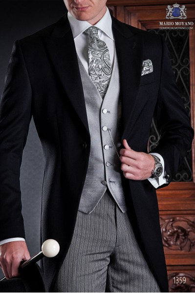 "Italian tailoring tuxedo 2 rooms, with elegant cut ""Slim"". Fabric 100% wool pants and black label."