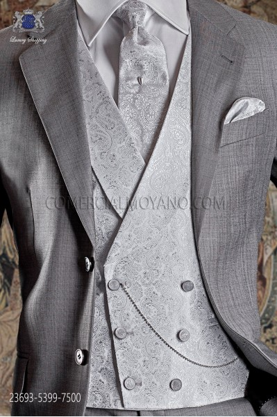 Groom double breasted waistcoat Italian tailoring. Pearl gray brocade fabric, 6 buttons.