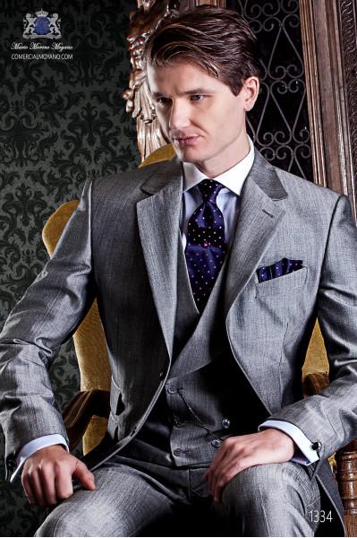 """Traje de sastrería italiano de elegante corte """"Slim"""", dos botones. Tejido Príncipe de Gales con fina raya roja."""