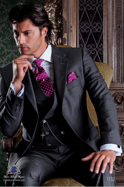 "Italian tailoring suit with elegant ""Slim Fit"" two buttons. Grey pure wool."