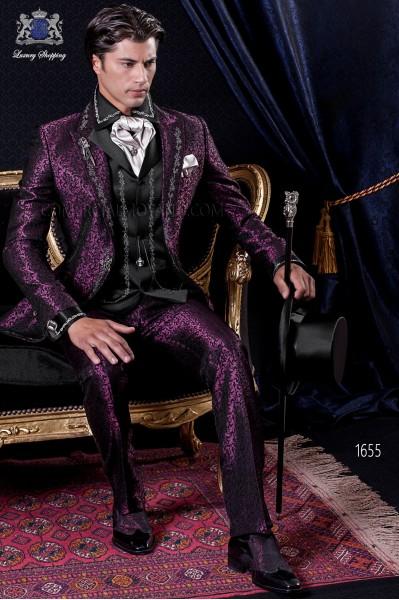 Traje de novio Barroco. Traje levita de época en tejido brocado granate y negro con hilaturas de bordado color plata.