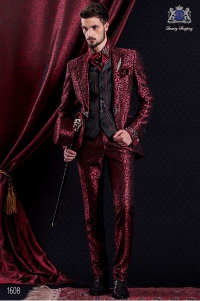 Traje de novio Barroco. Traje levita de época en tejido brocado rojo y negro de cristales strass en las solapas.