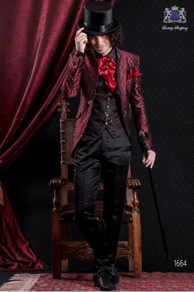 Traje de novio Barroco. Traje levita de época en tejido brocado rojo y negro con cuello mao. Pantalón en raso negro.