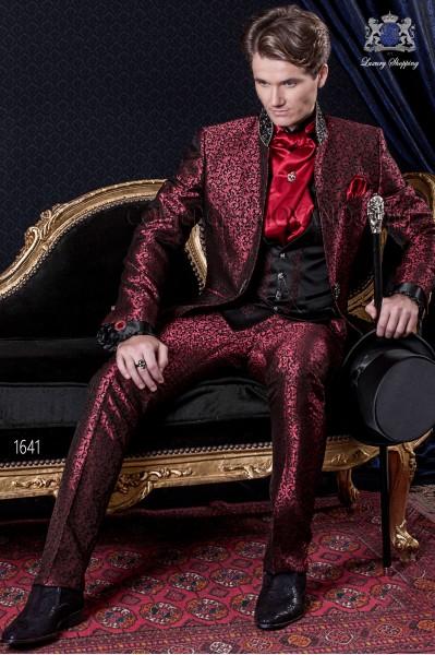 Traje de novio Barroco. Traje levita de época en tejido brocado rojo y negro con cuello de mao.