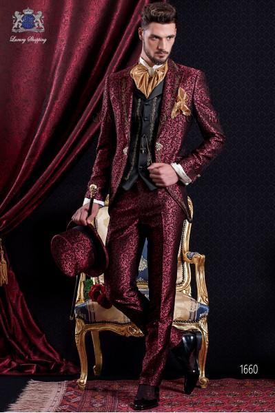 Traje de novio Barroco. Traje levita de época en tejido brocado rojo y negro con hilaturas de bordado color oro.