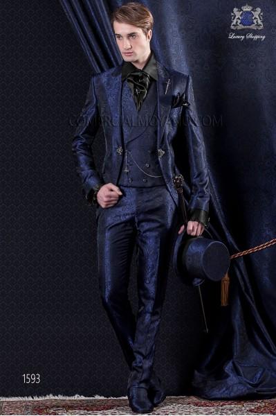 Traje de novio Barroco. Traje levita de época en tejido Jacquard azul con solapas en punta.