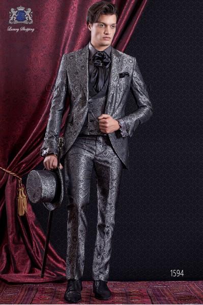 Traje de novio Barroco. Traje levita de época en tejido Jacquard gris y negro con solapas en punta.