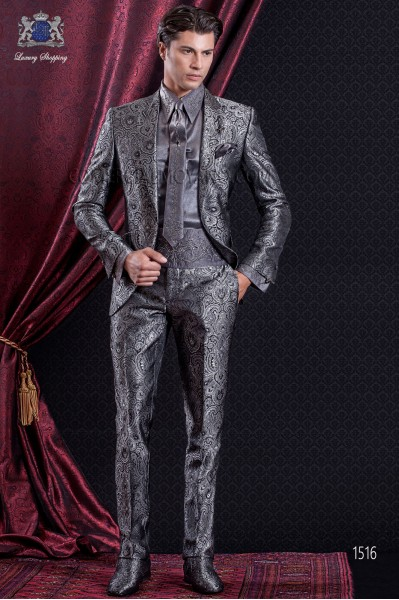 Groomswear Baroque. Suit coat of gray Jacquard time with flaps tip.