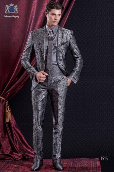 Traje de novio Barroco. Traje levita de época en tejido Jacquard gris con solapas punta.
