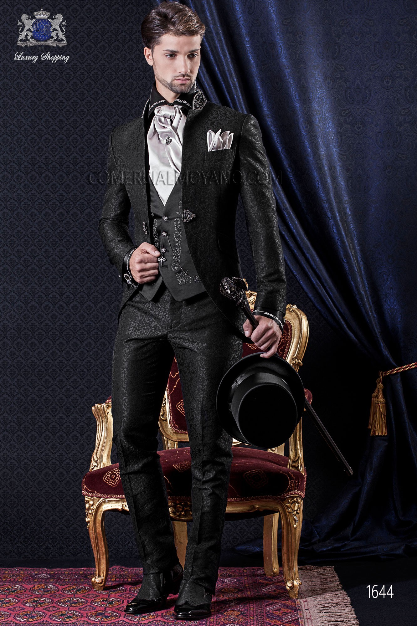 Anzug Barock. Klassiker Anzug Mantel schwarze Jacquard Stoff mit Stehkragen.