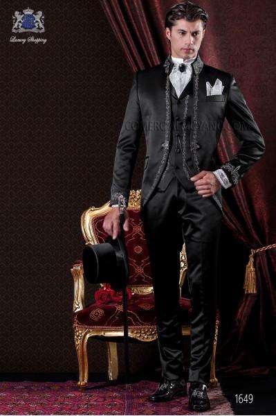 Traje de novio Barroco. Traje levita de época en raso negro con hilaturas de bordado color plata.