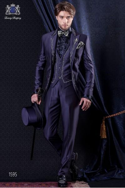 Traje de novio Barroco. Levita de época en tejido new performance azul con bordados.