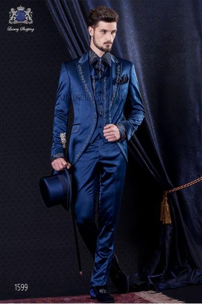 Traje de novio Barroco. Levita de época en tejido raso azul con bordado plata.