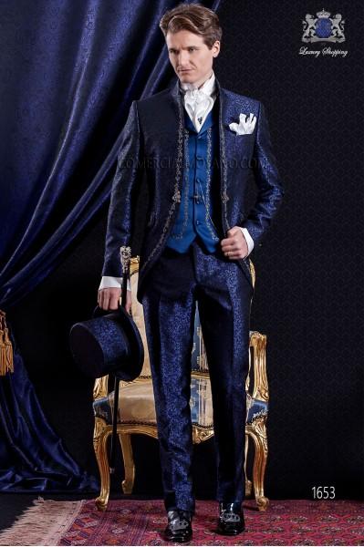 Traje de novio Barroco. Levita de época en tejido brocado azul y negro con bordados plateados.