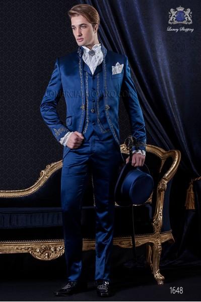 Traje de novio Barroco. Traje levita de época en raso azul con hilaturas de bordado color plata.
