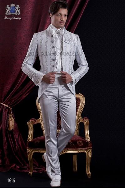 Traje de novio Barroco. Traje levita de época en tejido brocado gris perla con 7 botones fantasía.