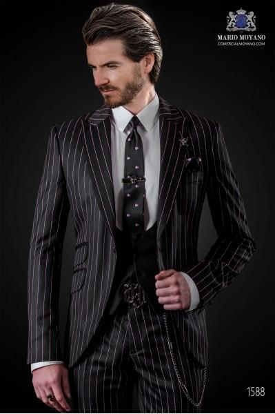 """Traje de moda italiana de moderno corte """"Slim"""" con solapas punta y 1 botón. Tejido diseño raya diplomática negro."""