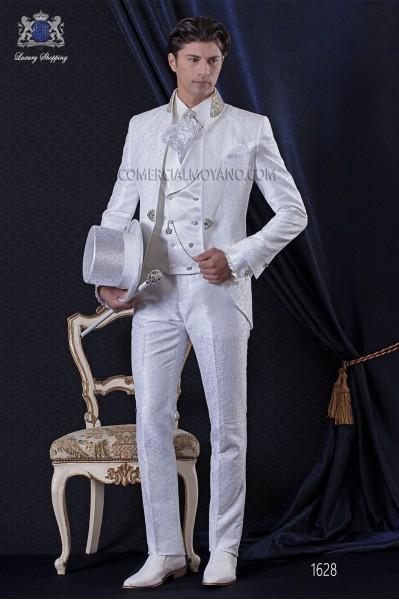 Traje de novio Barroco. Levita de época en tejido brocado blanco con cuello mao de pedrería.