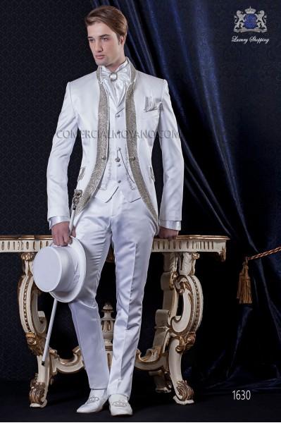 Traje de novio Barroco. Levita de época en tejido raso blanco con pedrería.