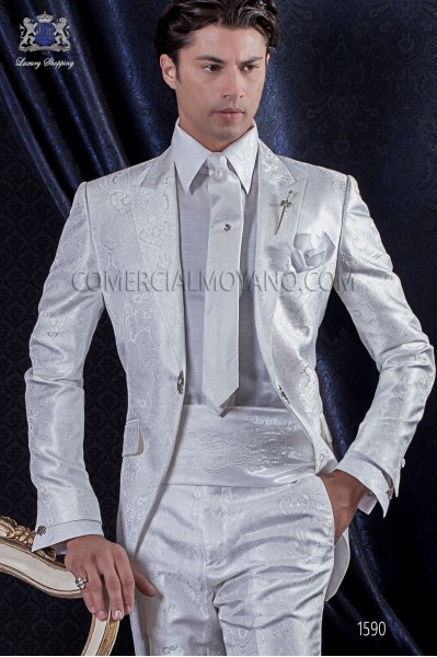 Groomswear Baroque. Levita vintage white jacquard fabric with brooch fantasy.