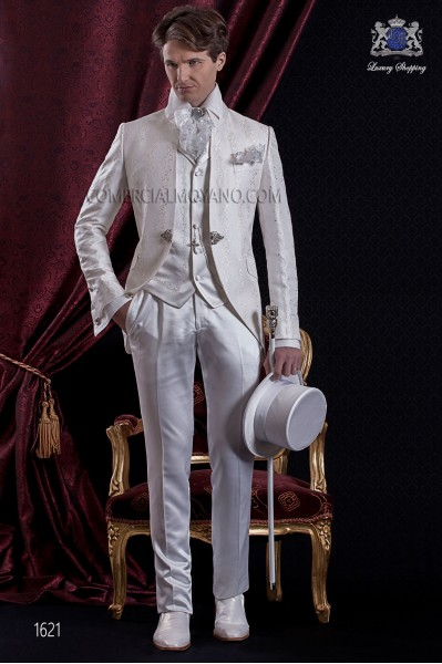 Traje de novio Barroco. Levita de época en tejido brocado color blanco con cuello Napoleón.