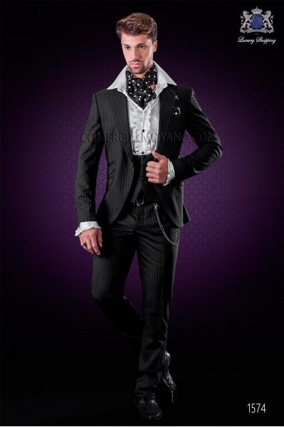 """Traje de moda italiano con moderno corte """"Slim"""", solapas punta y 1 botón."""