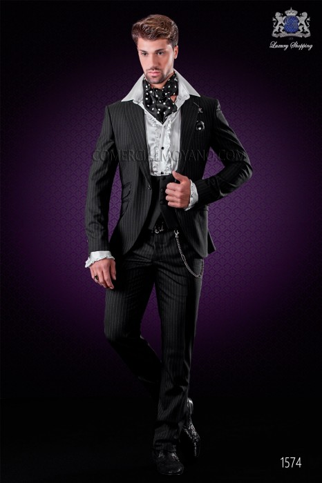 """Italian fashion suit with modern cut """"Slim"""" peak lapels and one button."""
