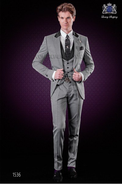 "Italian fashion suit with modern cut ""Slim"" peak lapels and one button. Microdesign in gray fabric."