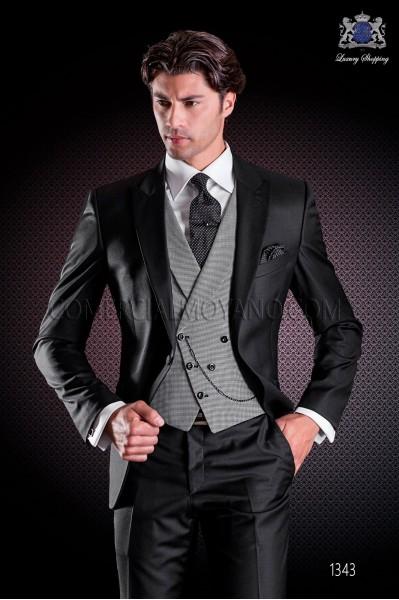 """Traje italiano con moderno estilo """"Slim"""" de solapa punta y 1 botón. Tejido satén 100% lana en color negro"""