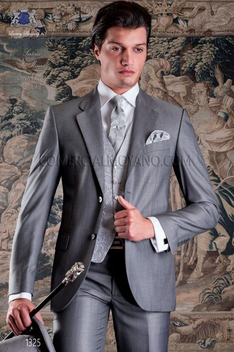 "Italian tailoring suit 2-piece, with elegant cut ""Slim"" two buttons."
