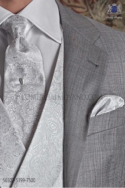 Corbata de novio con diseño cashmere plata.