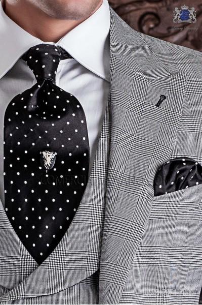Corbatón y pañuelo negro topos blancos