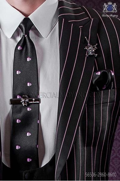 Corbata estrecha y pañuelo de raso negro de seda con calaveras rosas