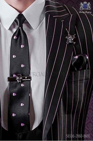 Narrow black tie and handkerchief silk satin with pink skulls
