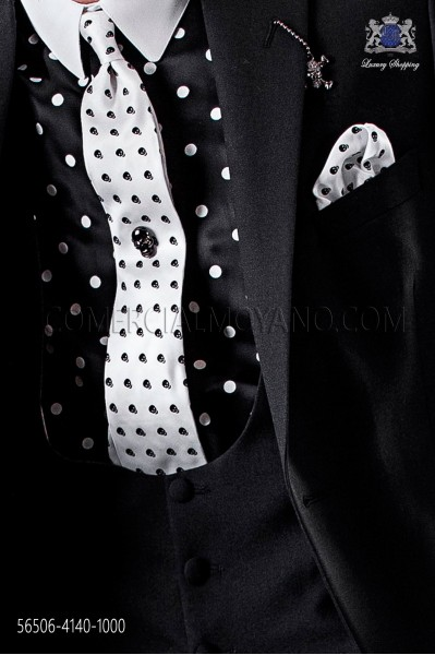 White & Black skull tie and handkerchief